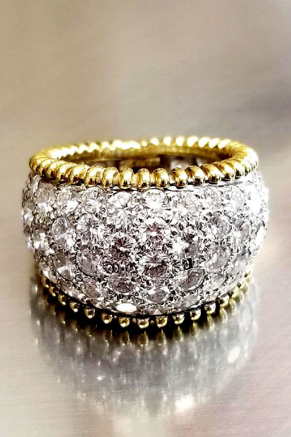 Brilliant Diamond Ring set in Yellow Gold